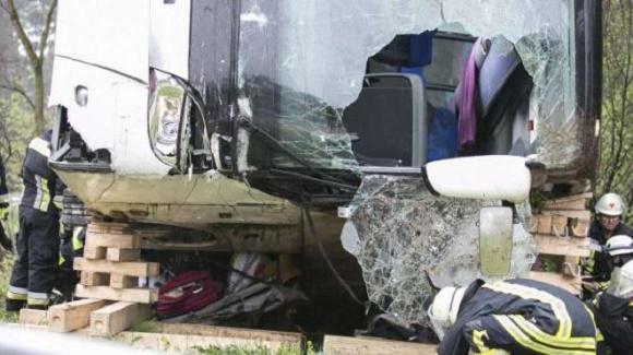 Autocar romanesc implicat in accident