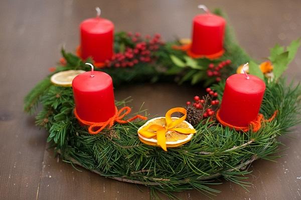 Atribute si traditii ale Adventului